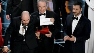 (Full) #OscarMistake, Wrong Winner Announced for Best Picture Winner: #LaLaLand & #Moonlight