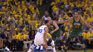 #StephenCurry Shakes His Defender with Great Handles #NBA